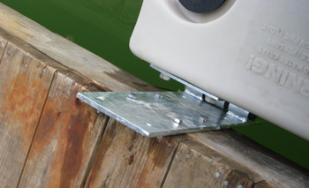 Floating dock hinge bracket for PWC docking